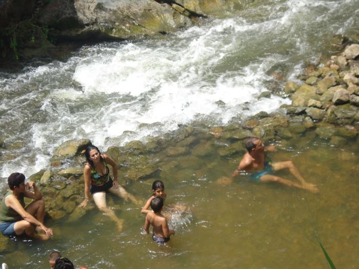 Nada mejor que un buen baño en el río cuando el calor sofoca