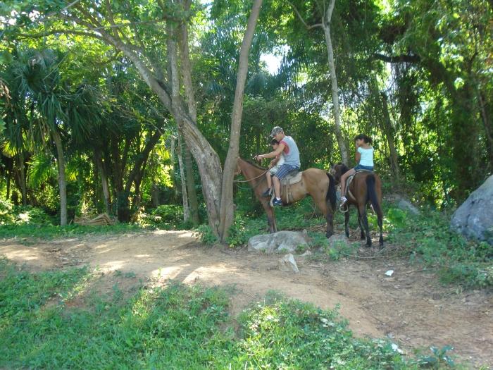 el paseo a caballo es otro de los atractivos del campismo pinareño