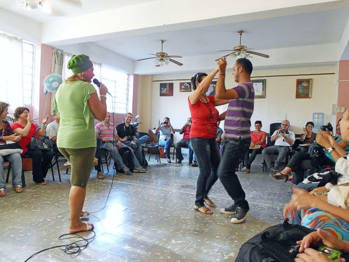 bailando  con un amigo del posgrado de hipermedia en La Habana