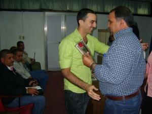 El webmaster Osmay Pérez recibe el premio de periodismo gráfico