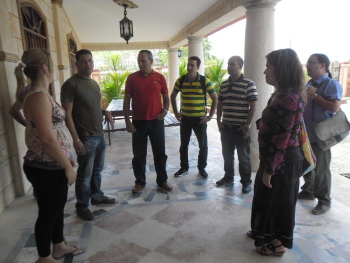 Luaces, el lider del proyecto Fidias, disfruta explicando  a los visitantes los avances en el desarrollo endógeno