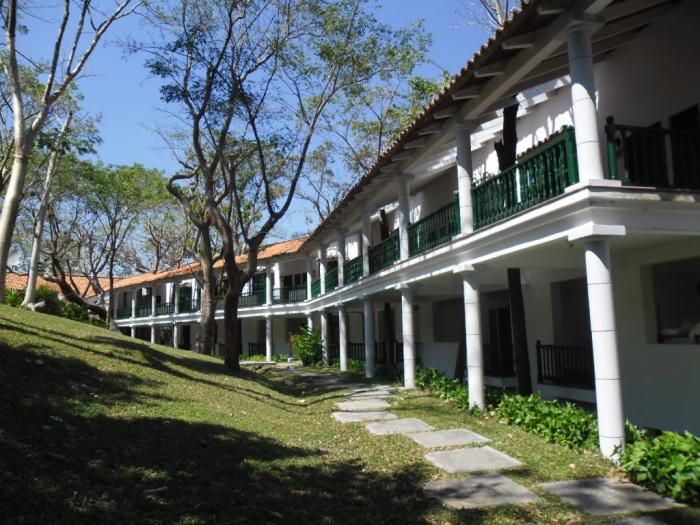 En lo alto de una terraza se yergue el Hotel Moka, donde se combinan armoniosamente Arquitectura y naturaleza.