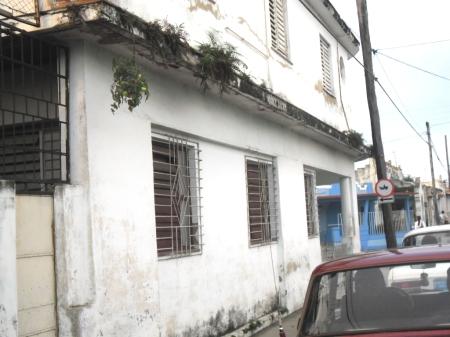 La casa está cercana a la Fábrica de Refrescos de Pinar del Río.