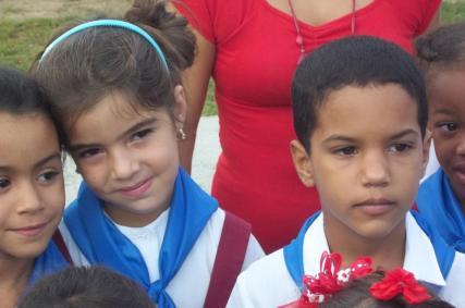 Los niños de fiesta en el 4 de Abril en Pinar del Río