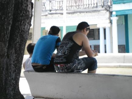 Esta es la nueva forma de sentarse en los bancos del parque Independencia de la capital  pinareña
