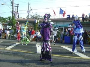 grupo TECMA en el desfile del Priemro de Mayo en Pinar del Río