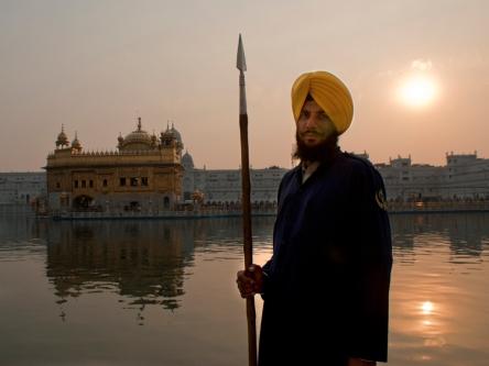 Una de las fotos muestra a unos de los guardianes del Taj Mahal