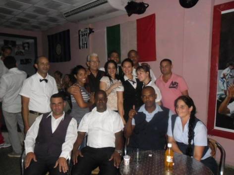 grupo de barman recién graduados_n