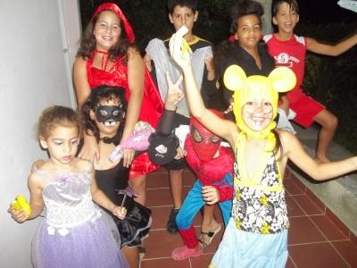 De fiesta los niños de mi barrio
