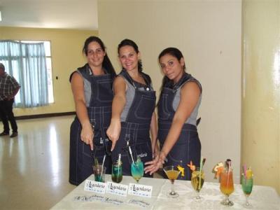 Las tres jóvenes cantineras pinareñas obtuvieron el segundo lugar en el evento Con sabor a mujer