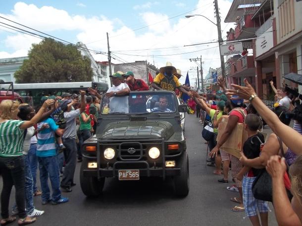 Alfonso Urquiola saluda a todos al límite de la felicidad