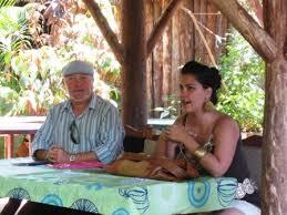 escritores pinareños comaprten con amantes de la poesía