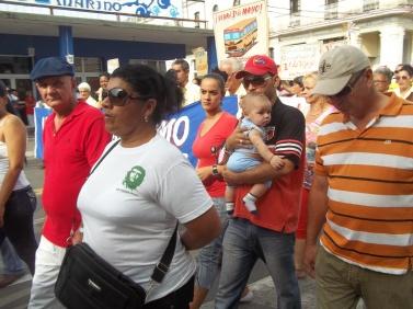 El más pequeño en este desfile de Primero de Mayo en Pinar del Río