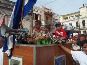 Defendiendo nuestras conquistas.Desfile de Primero de Mayo. Pinar del Río.