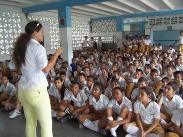 La profesora Adelaine del ISP Rafael María de Mendive realizó una conferencia un acercamiento a los valores en la figura de José Martí
