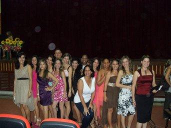 Con estudiantes de Periodismo recién graduados
