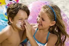 Lo spadres deben cuidar de sus hijos y q no se expongan al sol
