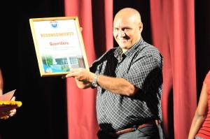 Ernesto Osorio, director de Guerrillero recibe reconocimientos por los 45 años del medio provincial