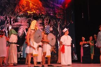 El colorido sobresale en esta puesta de la Corte del Faraón