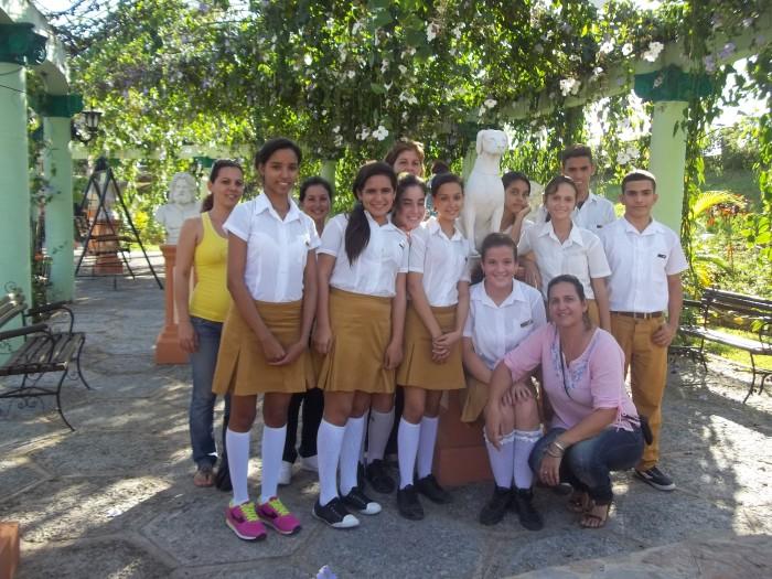 Alumnos y profesores del proyecto con luz propia festejan el Día del Estudiante