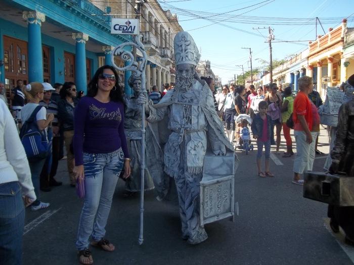 Las estatuas vivientes dieron arte y colorido a la calle Martí de Pinar del Río
