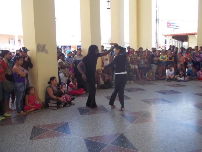 La danza también matizó este espacio cultural