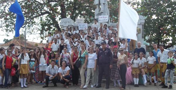 Todos reunidos para homenajear a José Martí en Pinar del Río
