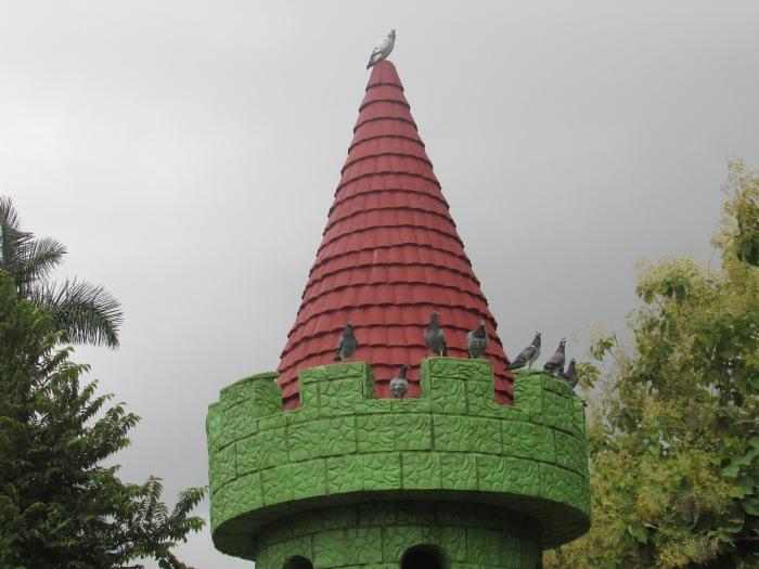 un detalle del castillo de las palomas