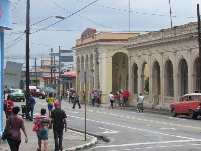 Rumbo al teatro Milanés y el Museo de Historia en la ciudad de Pinar del Río