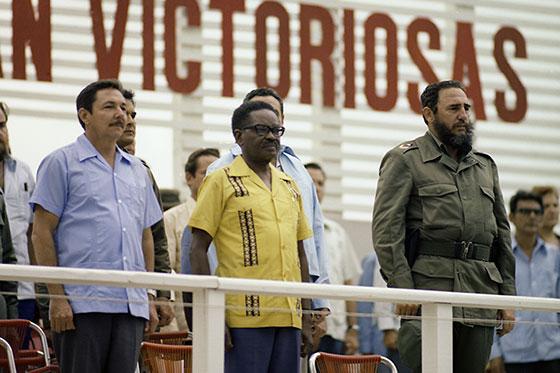 Fidel Castro Ruz, en el acto por el 26 de Julio de 1976, en Pinar del Río. Junto a él Agustino Neto, presidente de Angola y Raúl Castro Ruz