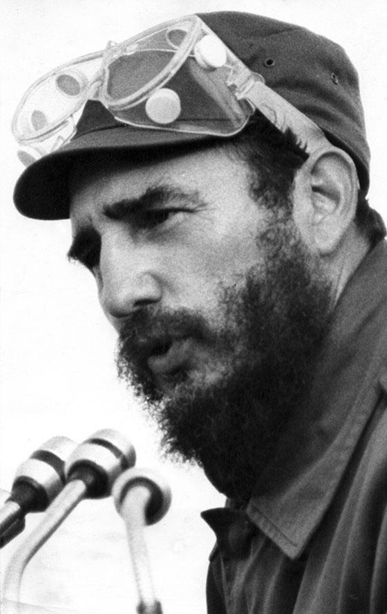 """Fidel Castro Ruz en el resumen de la Maniobra """"XV Aniversario de las FAR"""", en Guane, el 15 de enero de 1972. Foto: Granma, Jorge Oller"""